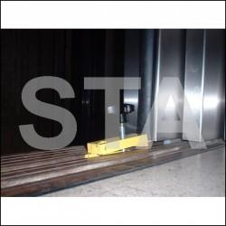 Outil de blocage de la porte paliere pour travailler en gaine en toute securité